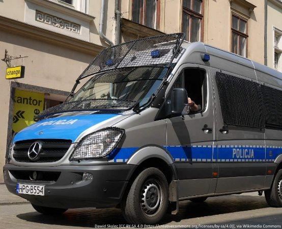 Policja Włocławek: 29-latek po zaatakowaniu kolegi został zatrzymany z narkotykami i amunicją