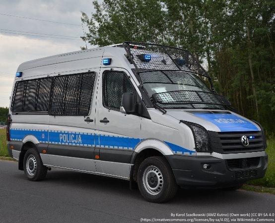 Policja Włocławek: Chciał uniknąć odbywania kary skacząc do wody, jednak policyjni wodniacy byli w pobliżu